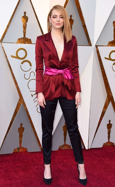 "Emma Stone won best actress at the 2017 Oscars for her role in ""La La Land"" She is gorgeous wearing Louis Vuitton."