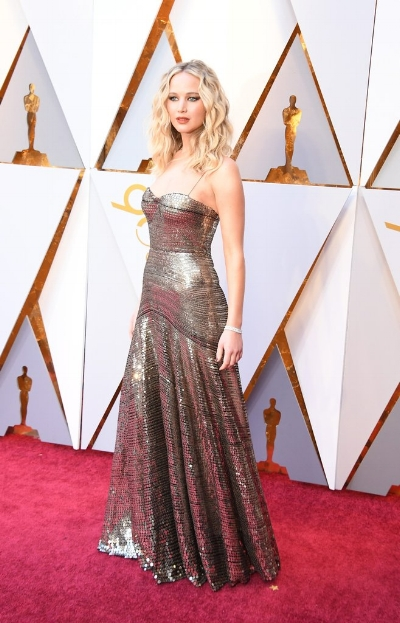 Beautiful Jennifer Lawrence in a golden gown from Dior.