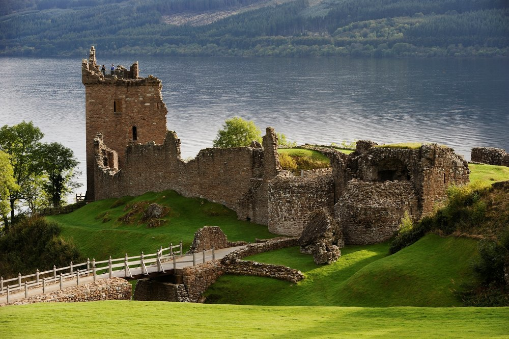 Urquhart Castle HS.jpg