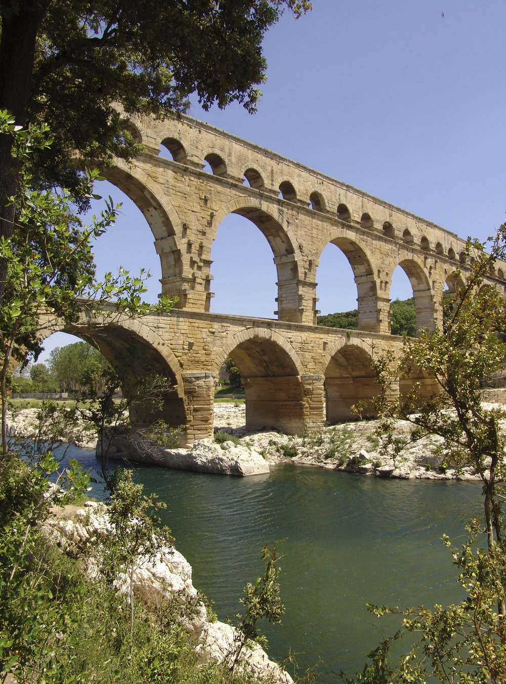 Pont du Gard iS.jpg