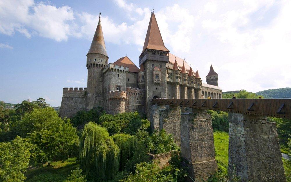 corvin_castle_hunedoara_transylvania_romania1-2000x1250.jpg