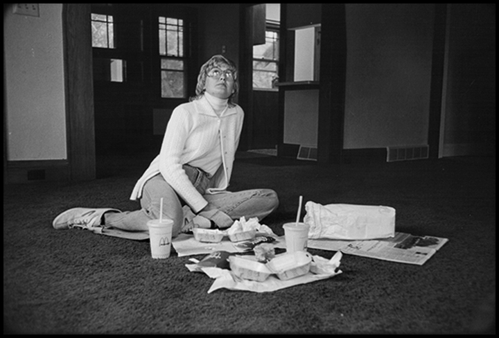 T1_028_pk026 81 BW6.41 0003_phyllis flatbeds_first meal in new house.jpg