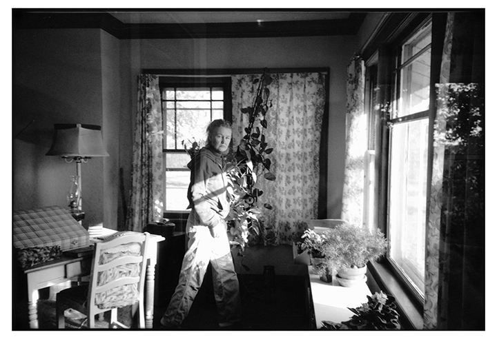 T1_044_pk038 84 BW10.31 0005_phyllis prepped dscans pt2.1_looking mad in livrm.jpg
