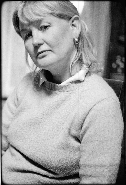 T1_048_pk049 85 BW12.36 0003_phyllis flatbeds_looking at camera.jpg