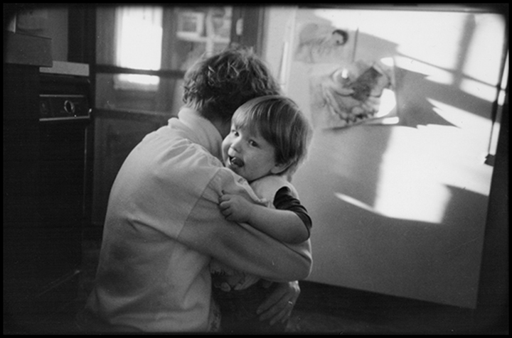 T1_084_pk098 91 BW13.26 0003_phyllis flatbeds_single w-eli in kitchen.jpg