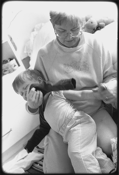 T1_085_pk101 92 BW13.17 0004_ phyllis drum scans pt2_getting sweater on eli.jpg