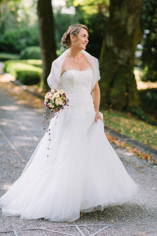 Maleana Hochzeitsfotos: Braut mit Brautstrauss