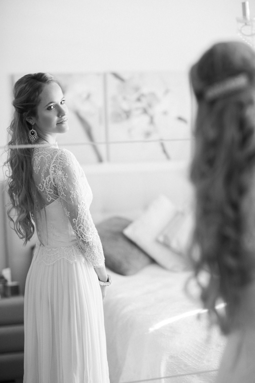 Hochzeitsfotograf Luzern: Getting Ready Fotos in schwarz-weiss (Maleana)