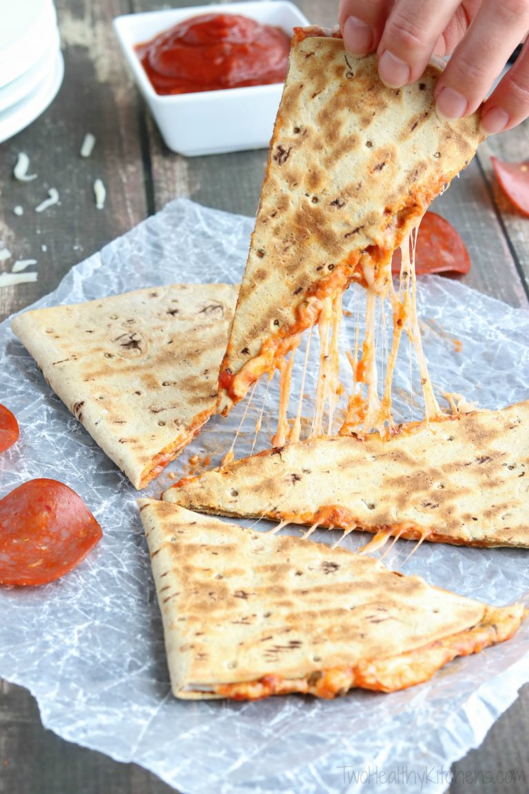 Pepperoni-Pizza-Quesadilla-Cheese-Pull-vert-Watermarked-768x1152.jpg