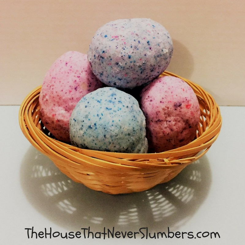 Easter-Egg-Surprise-Bath-Bombs-featured-2.jpg