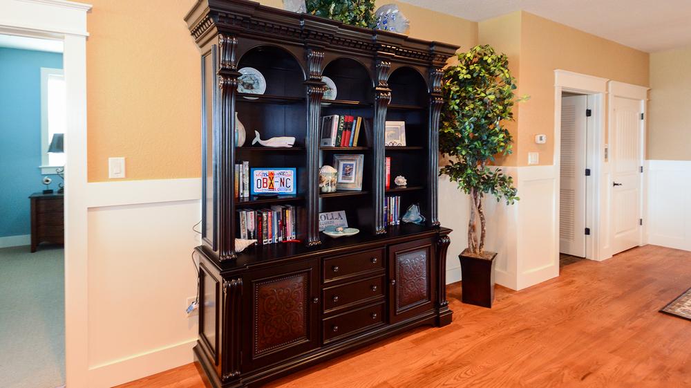 ER009-bookshelf.jpg