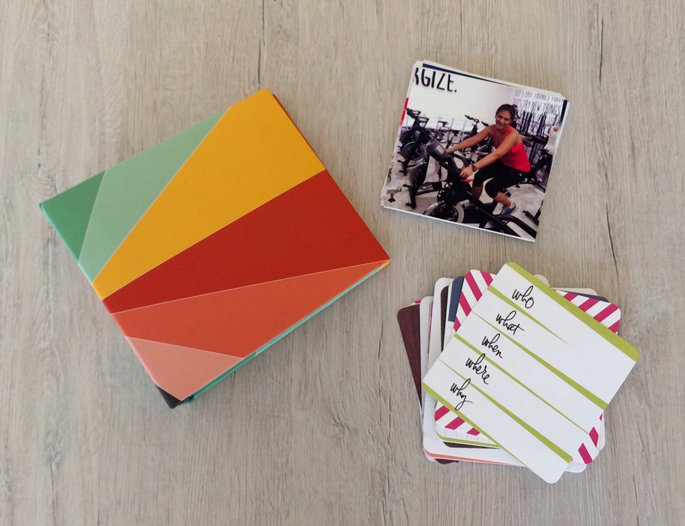 Incluye un workbook que guía tu proceso, tus FOTOS IMPRESAS, tarjetas para escribir y registrar tu cambio y un álbum... todo entregado a domicilio!