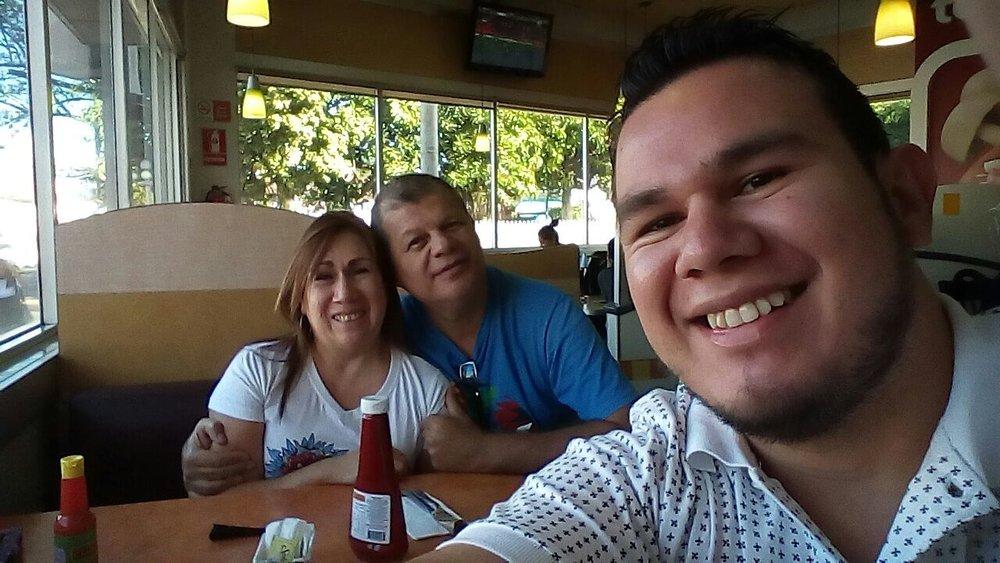 Yo con mi esposo e hijo