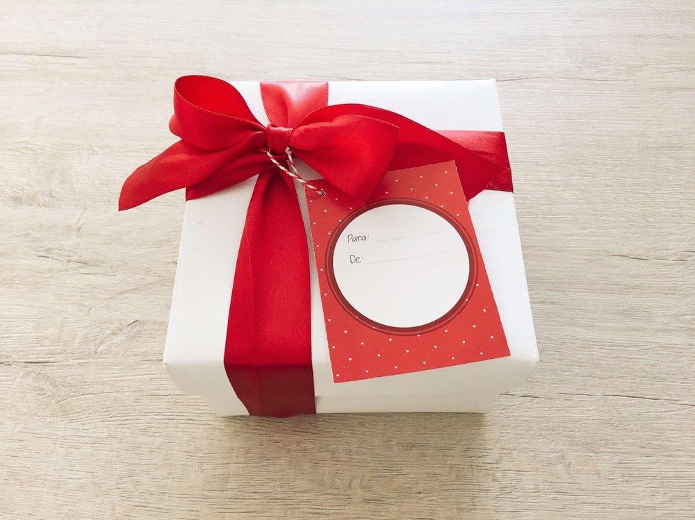 Recibe tu kit en un hermoso empaque de regalo, listo para sorprenderla!