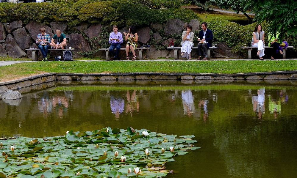 A lush pond-side is an ideal setting for  yuu-suzumi , as shown by the guests enjoying drinks and delectable bites at the 2015 Garden Party. You, too, can have this experience when you join us for the  2018 Garden Party: Festival in the Evening Sun . Photo credit: Aurora Santiago