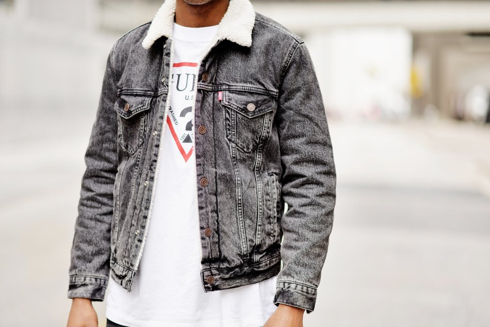 The-Look-Principle-Modern-90s-Levis-Denim-Sherpa-Jacket-and-GUESS-Oversized-Logo-Tee.jpg