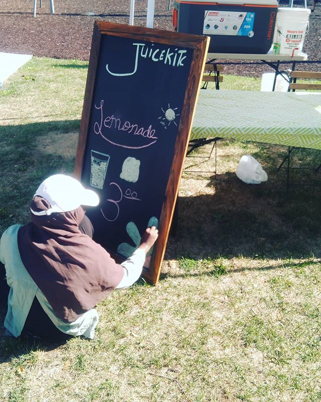 Our first vendor is here @thejuicekitchenham | come on down and  get some 🍋 juice | .. .. .. #renaissancemusic2018 #renaissancemusic5 #hamont #hamontmusic #hamilton #summermusicfestival #musicfestival #blackownedbusiness