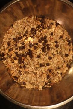 the-pig-and-the-fig-nutty-quinoa-chocolate-chip-granola-bars