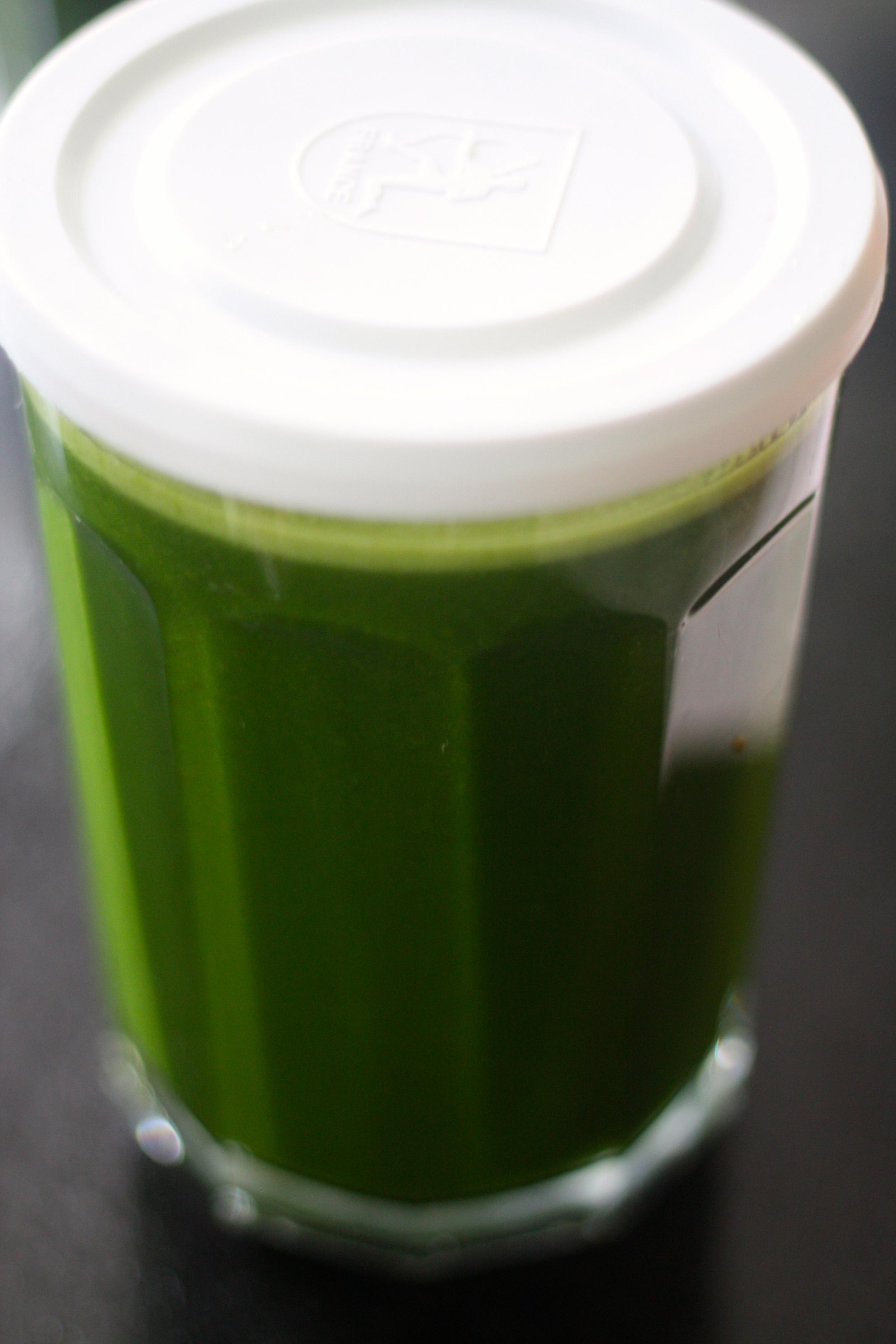 kale-pineapple detox juice