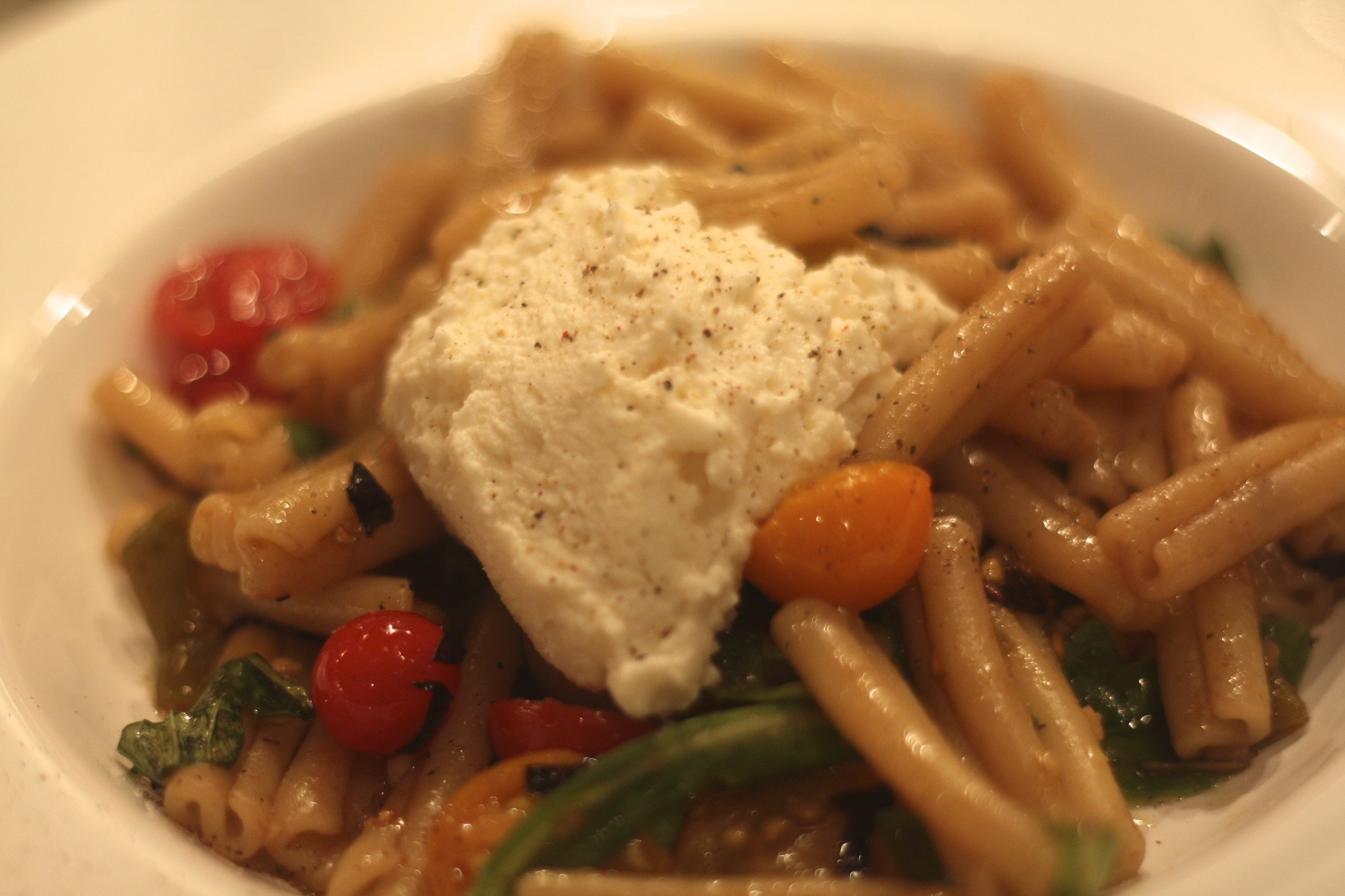 pasta with raw tomatoes, hatch chilies and ricotta
