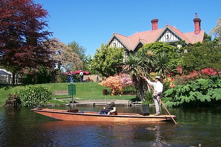 Punting and Homestead.jpg