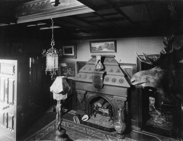 Hallway at MV cica 1910s.jpg