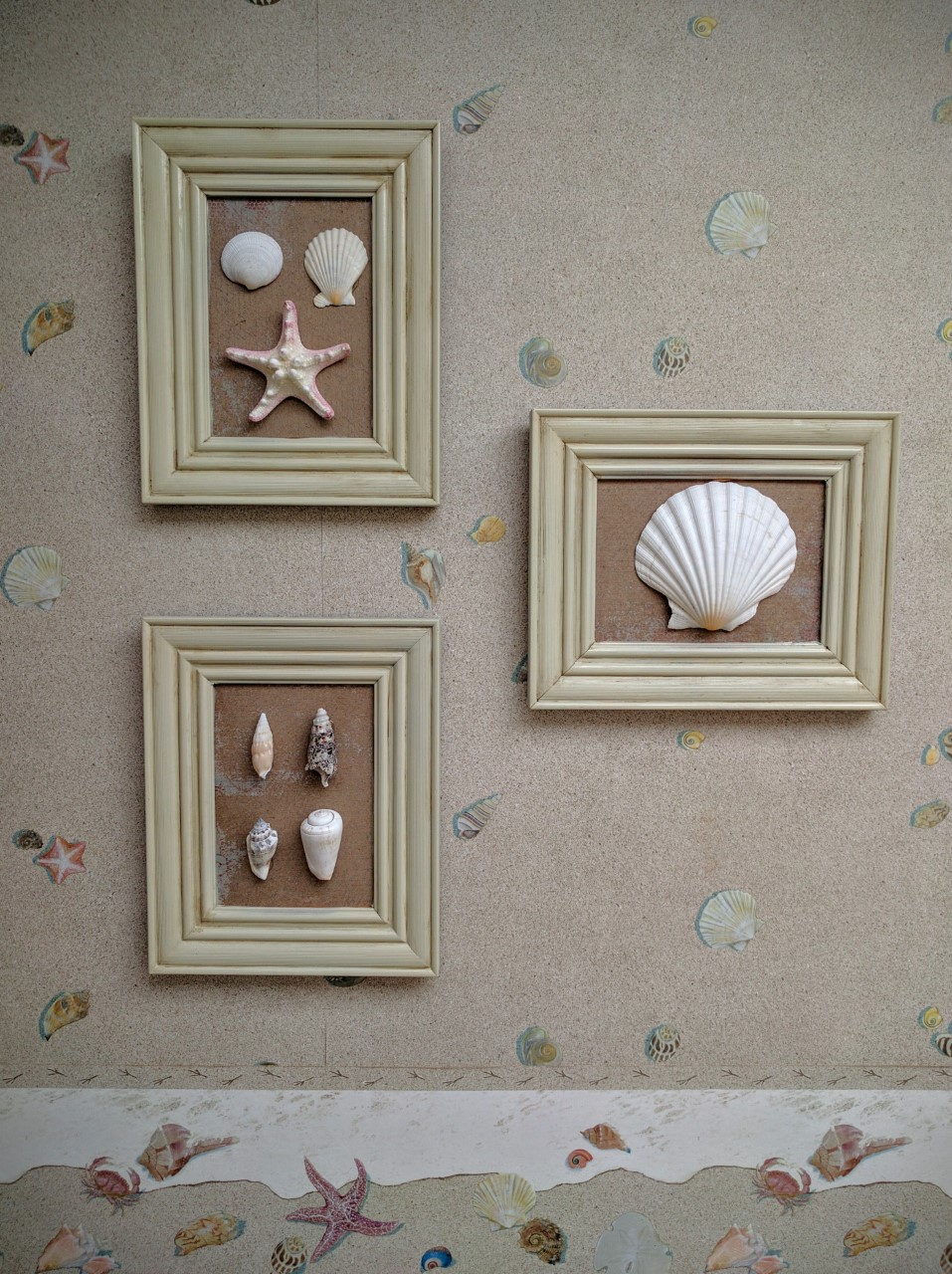 After painting those frames three times, this is the end result. Can you believe that I painted the starfish to match the wallpaper border?