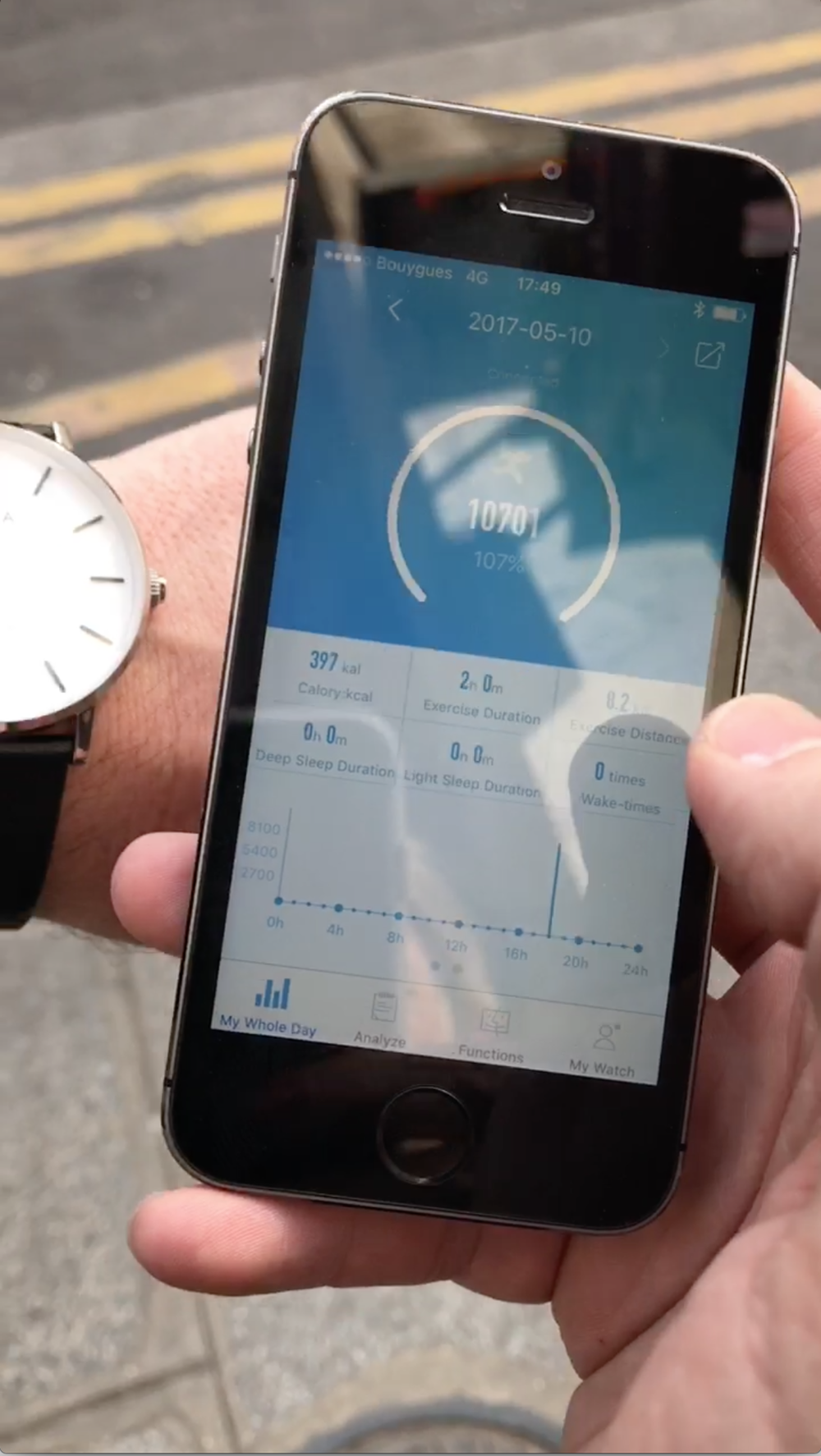 NOWA watch is an activity tracker with user-friendly bluetooth link