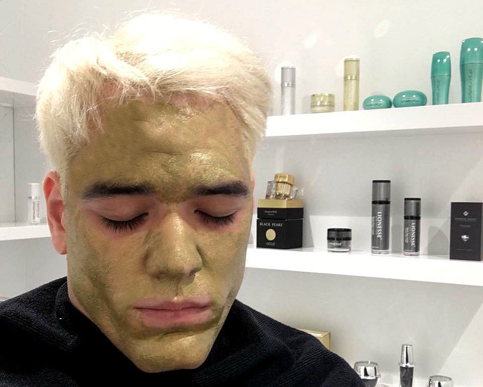 Grooming & Lifestyle24 KARAT GOLD FACIAL - Where you can get one and whyyou should have had one of these, like yesterday,