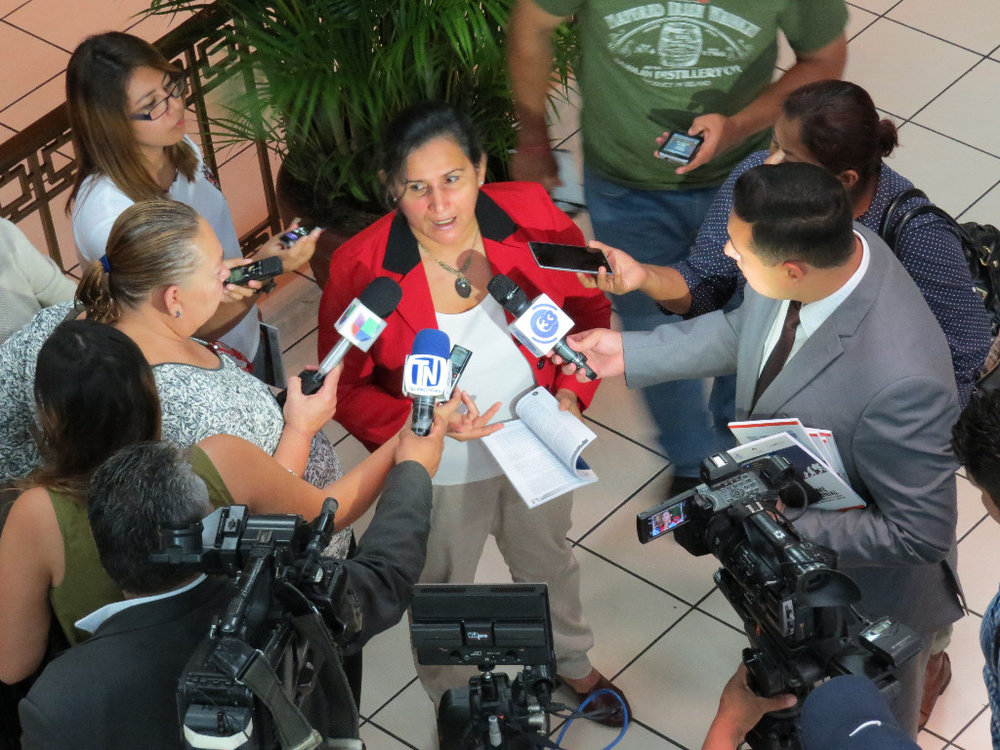 Cristosal Program Officer Celia Medrano is asking Salvadoran Vice President Oscar Ortiz to focus on policies and programs for victims of violence and not just the suppression of gangs.