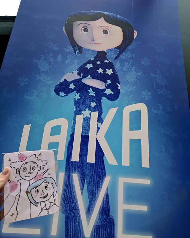 #LaikaLive was amazing I cried last year, I cried at the Portland museum, I cried today! I also did an art drop on my way out! Thank you for all the amazing work! @laikastudios @nicksr79 @austenweitzel •••••• (( #artdrop #laika #kubo #coraline #paranorman #boxtrolls #missinglink #sdcc2018 #illustration #art #drawing #comiccon ))