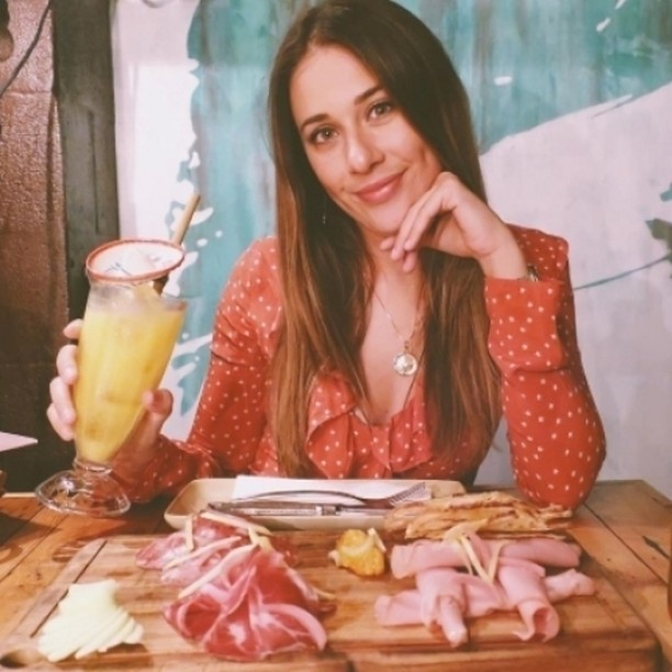 We love seeing 'hood happy snaps. Check out @gemma_forsyth smashing a good ol' meat and cheese board and washing it down with a smokey mango colada for the Mezcal minded 🇲🇽 . #neighbourhoodbondi #bondi #sydneysmallbars #meatandcheese #bondieats