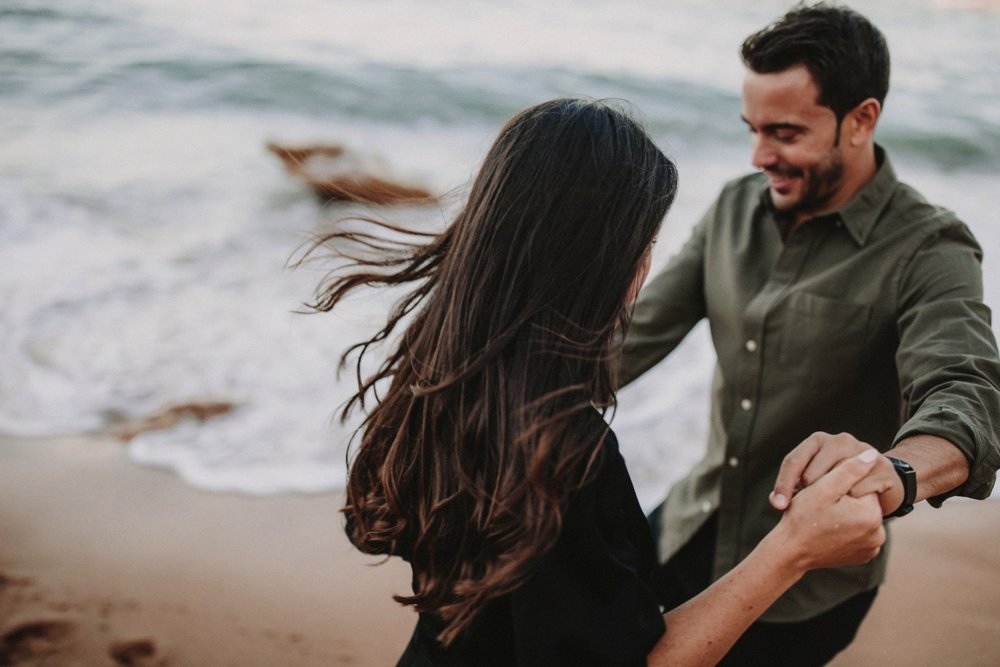 00009_868A6701-ASE_preboda_playa_engagement_weddingengagement_engagementsession_mar_ernestovillalba_cadiz.jpg