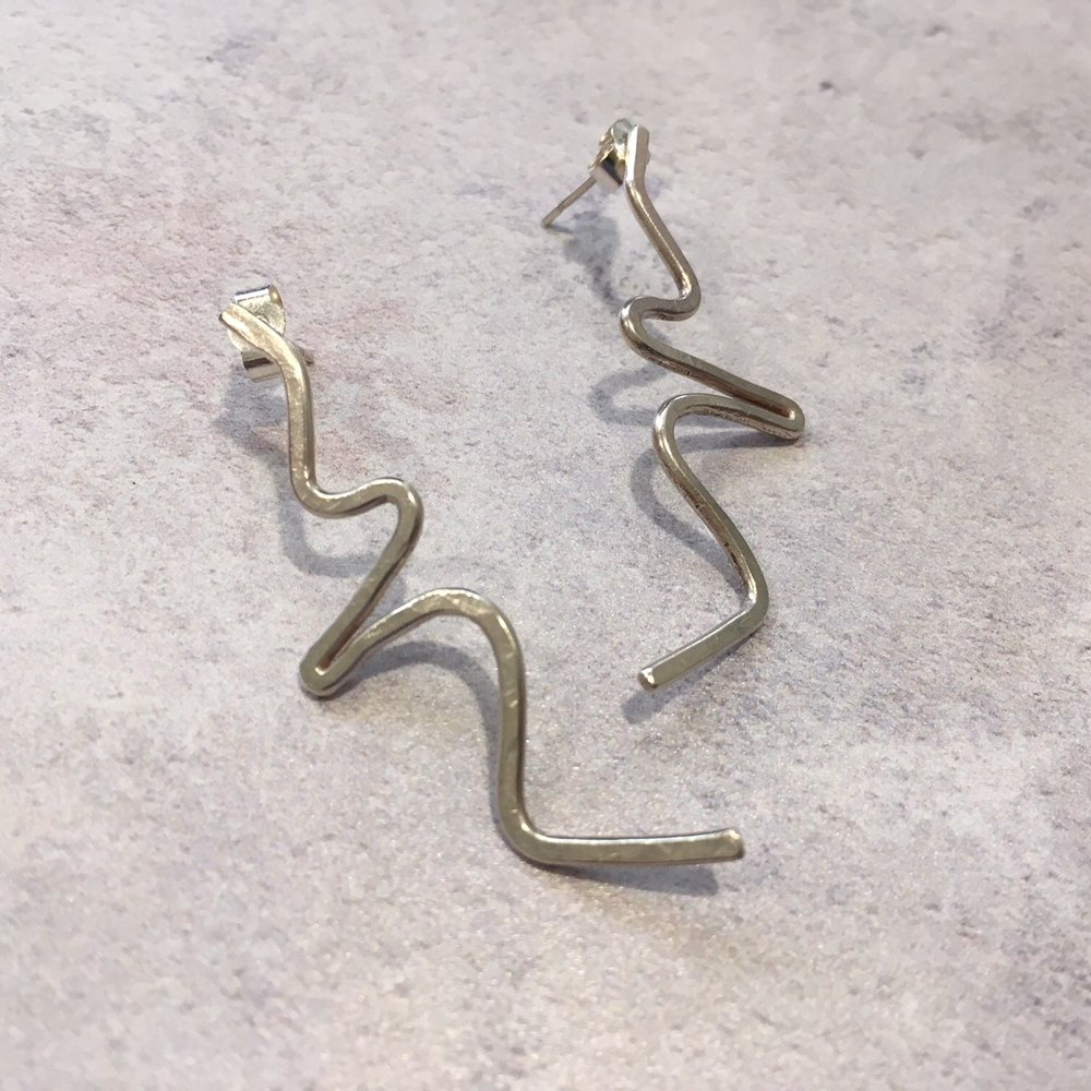 Long wire shape earrings