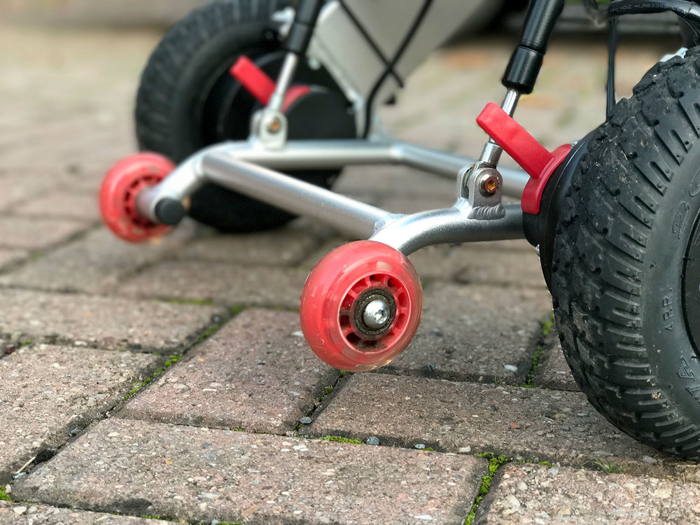 Built-in anti-tip wheels with shock absorbers for reassuring stability.