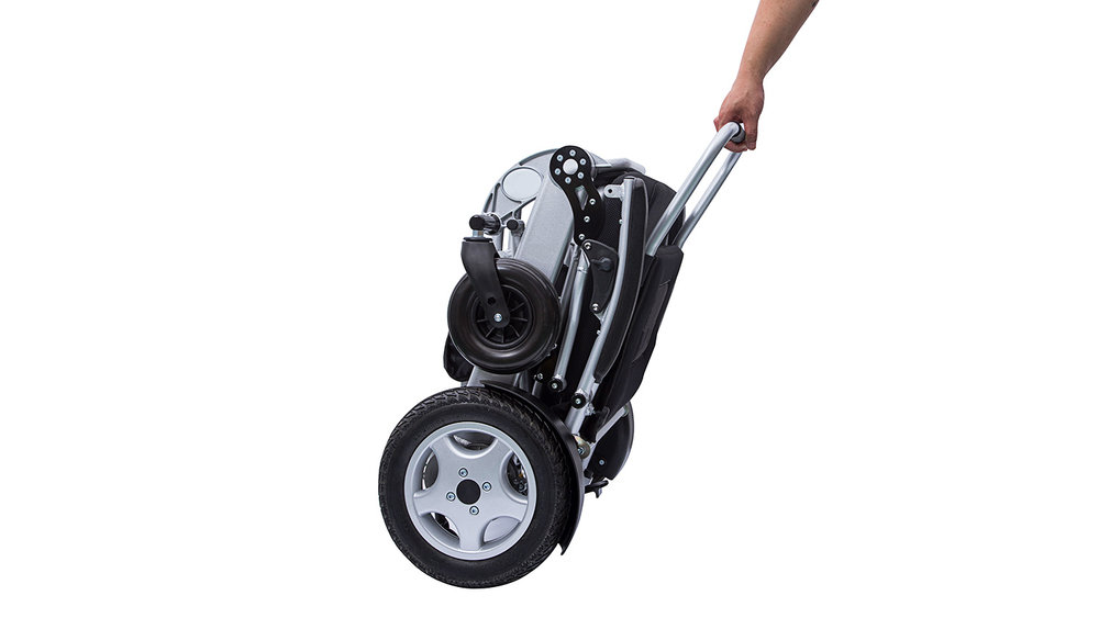 With the power chair in freewheel mode, it can be wheeled along easily using the backrest rail or the straps on the protective cover.
