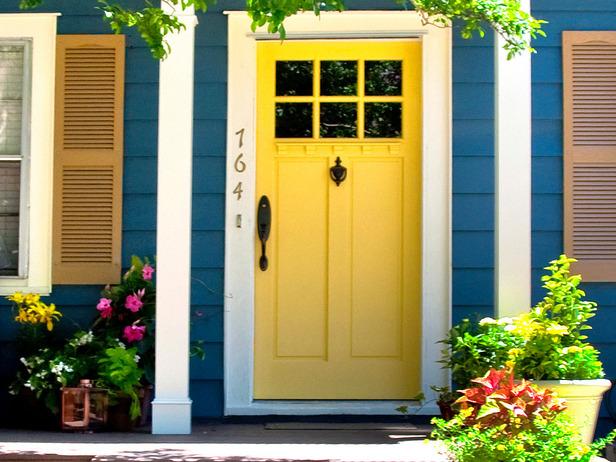 HCRB102_yellow-front-door_s4x3_lg