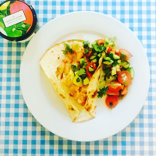 Yummy summery fish #tacos for #lunch today and these beauties couldn't be easier to make, featuring our divine #Rocket, #Dill & #Chilli Pesto. We added a spoonful of pesto to the juice of 2 freshly squeezed lemons & marinated some smoked salmon for an hour in the fridge. We spooned the Salmon over the  taco & added #tomato, #avocado & #springonion...et Voila! A super summery fish taco bursting with flavour! 🌿👌🏽 Enjoy your bank holiday weekend everyone! ✌🏼️#sauceofnature #taco #waystoeatpesto #summerfood