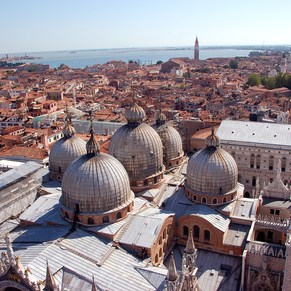 iN VENICE: Bird's view of the main island