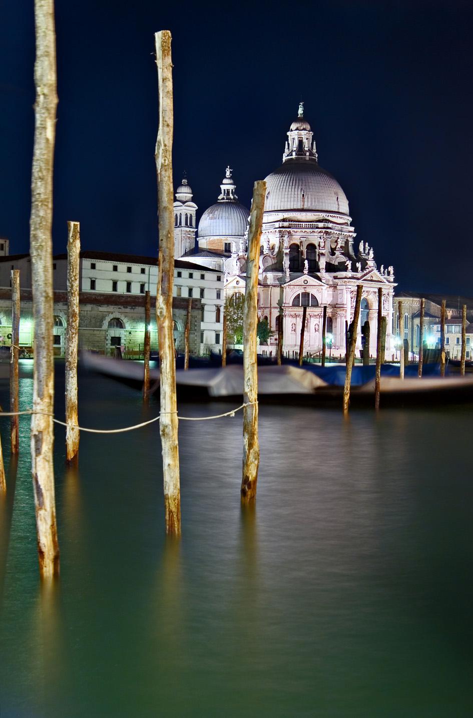 iN VENICE: Santa Maria Salute by night
