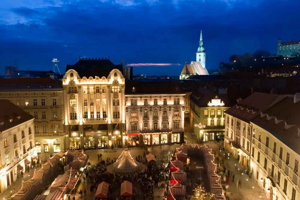 SK_Bratislava_ChristmasMarket.jpg