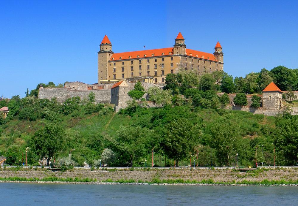SK_Bratislava_Castle.jpg