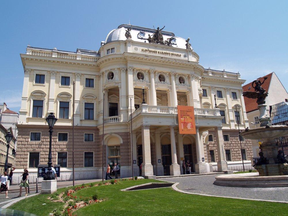 SK_Bratislava_Natl_Theater.jpg