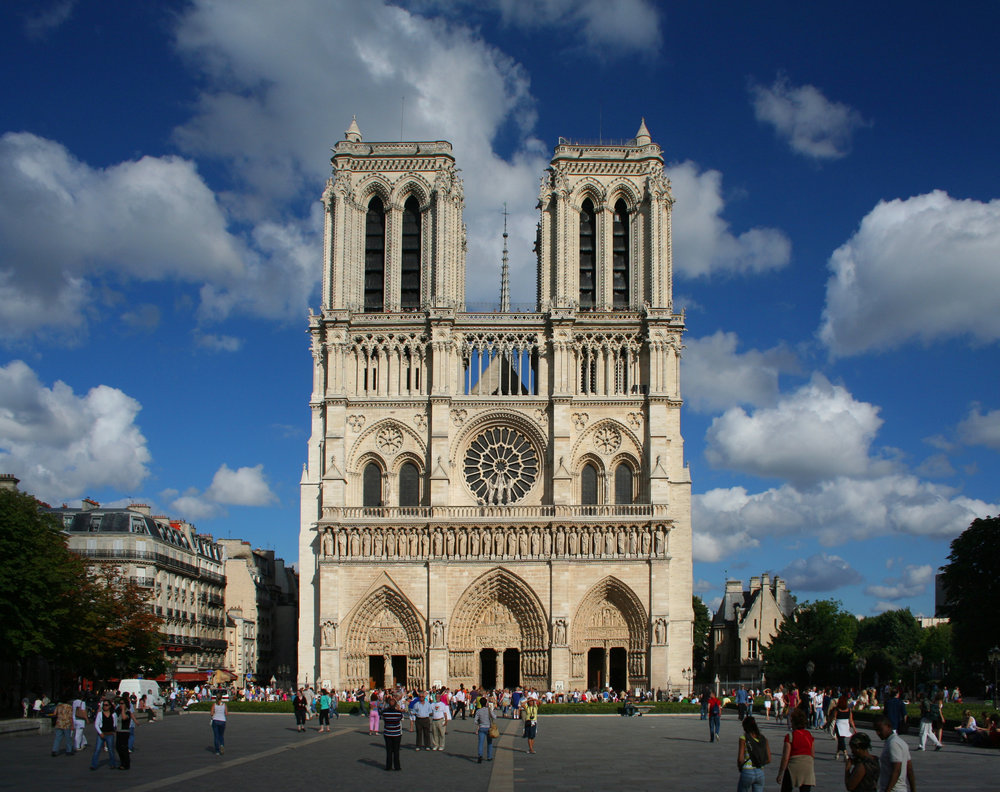 SiNG iN PARIS: OCYC performs at Notre-Dame