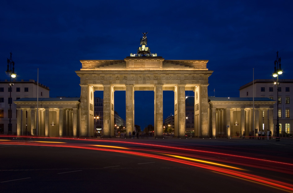 GER_B_BrandenburgGate_night_M.jpg