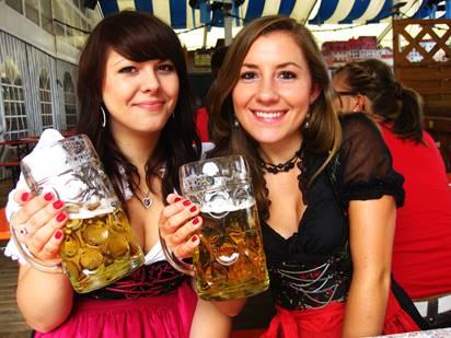 GER_Regensburg_Beer Fest Girls.jpg