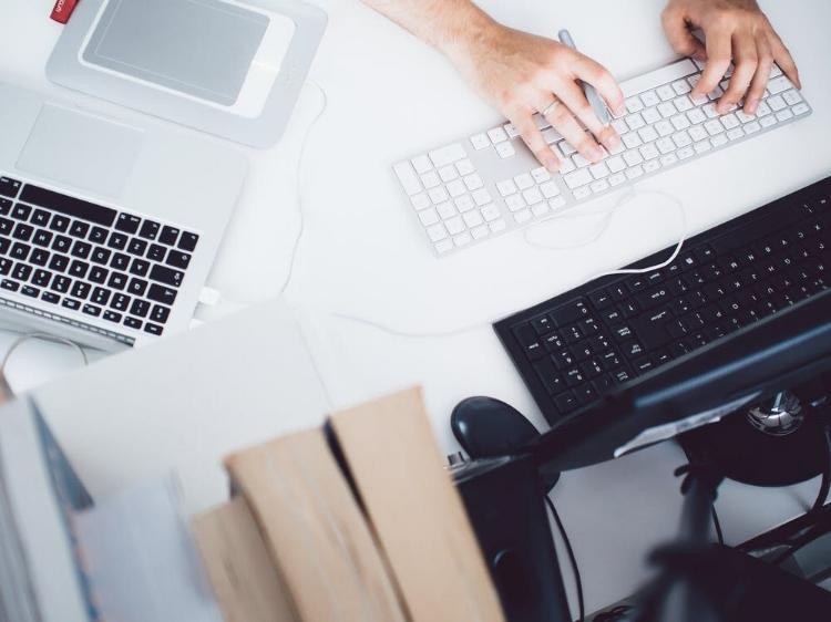 apple-desk-office-working-8841.jpg