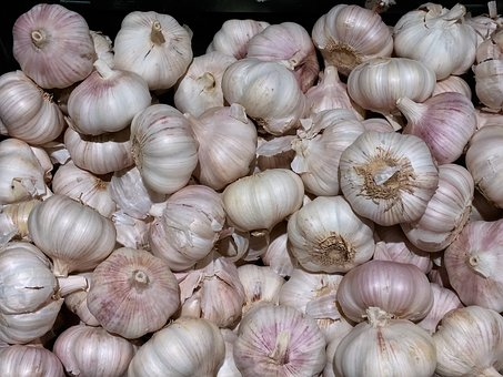 I just love the pungent aroma of garlic, don't you?