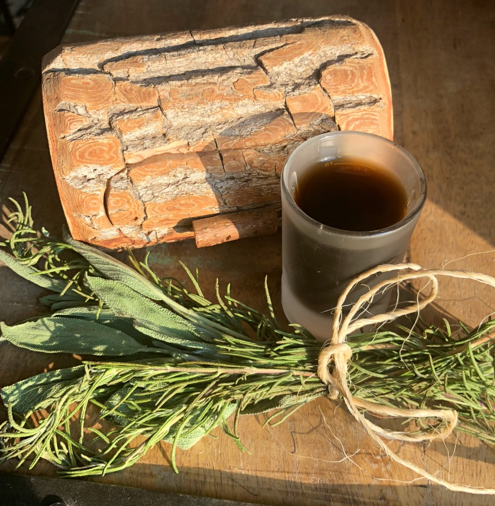 This herbal mouthwash containing rosemary is some powerful, healing stuff! Your mouth will love you!