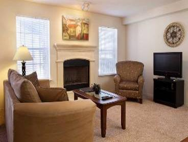 WichitaFurnishedApartmentLivingRoom1-368x277